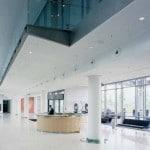 גבס מחורר מעוצב בבניין משרדים