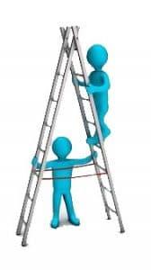 איש מטפס על סולם