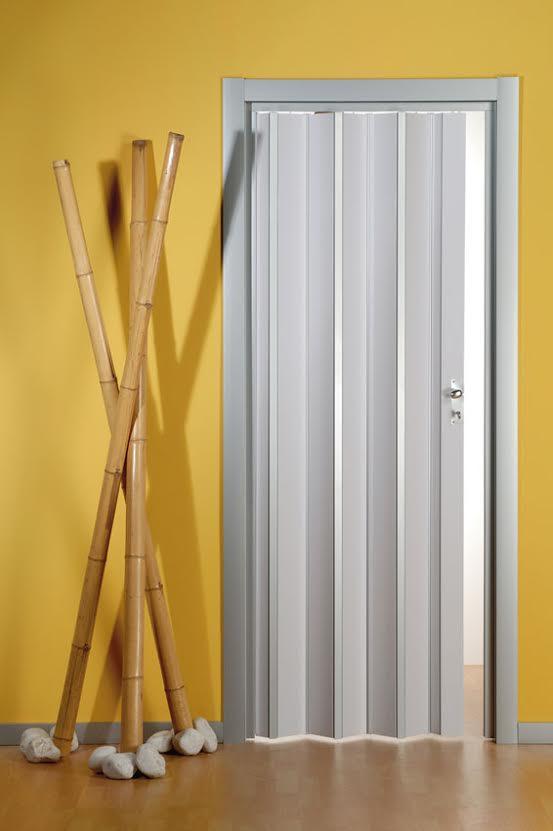 דלת אקורדיון לבנה